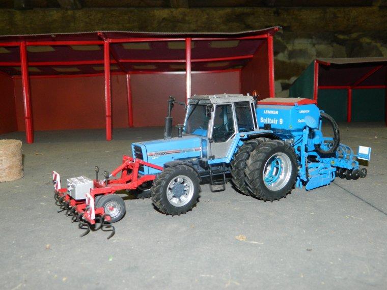 pret pour semer les blé avec le fendt 312  et le landini 13000