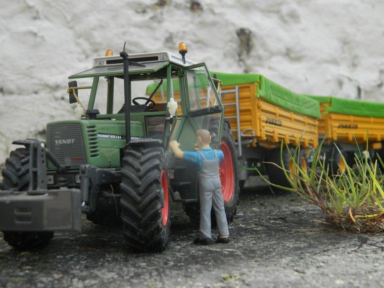 fendt 615lsa et delta et tetra cap joskin de 12t prêt pour les maïs grains