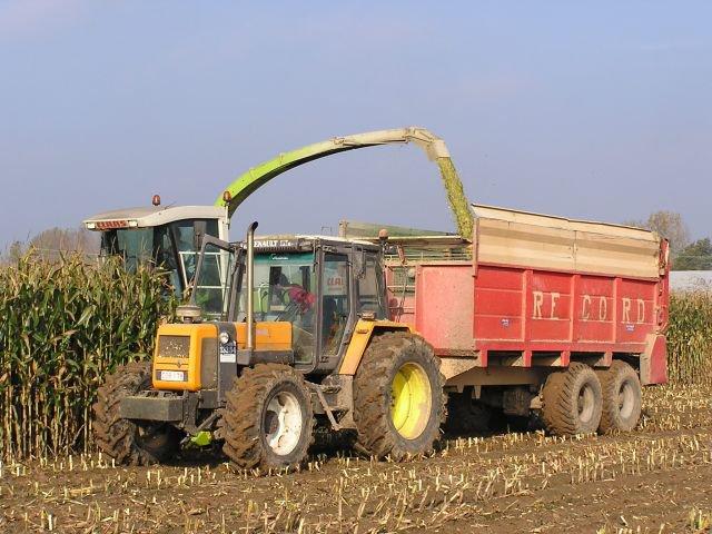 futur projet: epandeur a maïs record (photo d'internet) et celui resalisé par cnh miniature