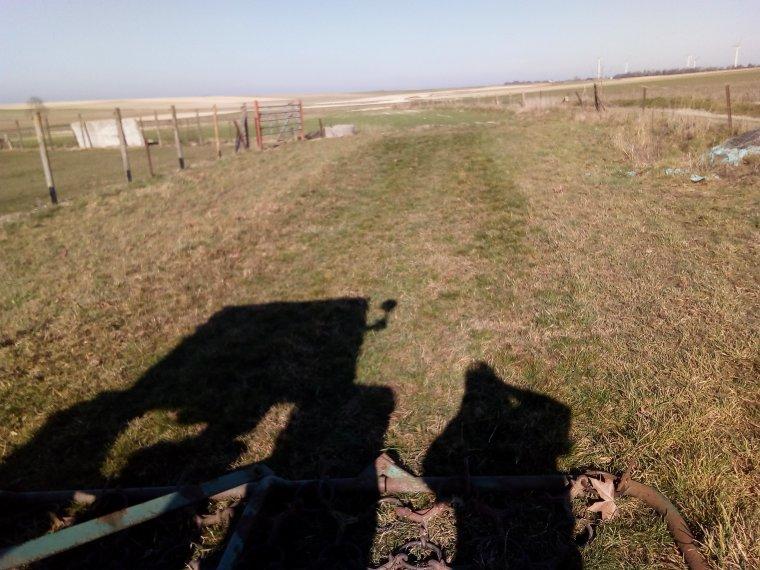 passage des chaines sur les prairies avec baptiste