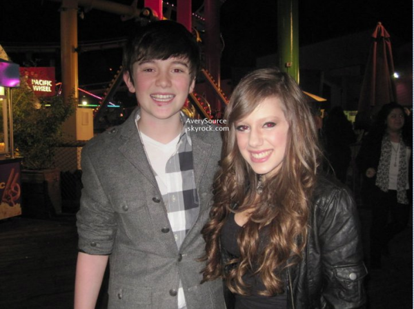 . Avery a été apperçue en compagnie de Greyson Chance, à la soirée des 14 ans de Cody Simpson. .