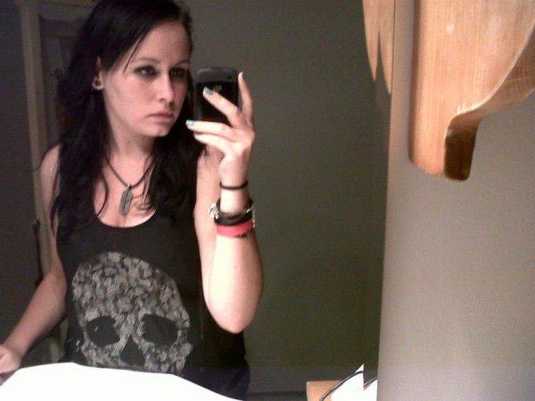 M'enfous vais avoir mon t-shirt Drop Dead è_é ♥