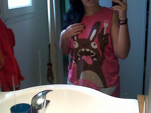 Ayé j'ai mon t-shirt Drop dead :3 et un nouveau lit.