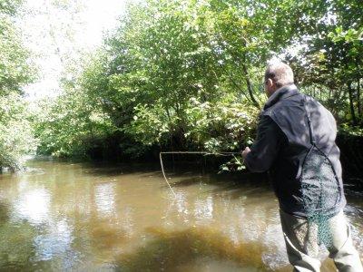 Initiation pêche mouche pour père et fils, sur la Semouse (Haute-Saône, Franche Comté)