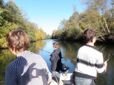 Colonie de pêche sur la Marne sauvage, en bateau