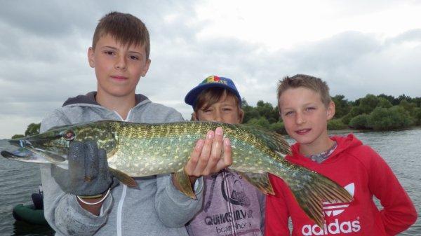 stage pêche jeune sur le lac du Der