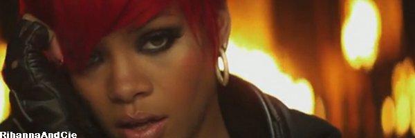 -- Samedi 16 Octobre 2010 : Notre belle Rihanna aime manger italien et sa se voit elle a était vue perchait sur ces magnifique Louboutin de 15 centimètres quittant le restaurent « Giorgio Baldi » à Santa Monica elle qui y était déjà Jeudi y est retournée hier soir .. So Pretty --