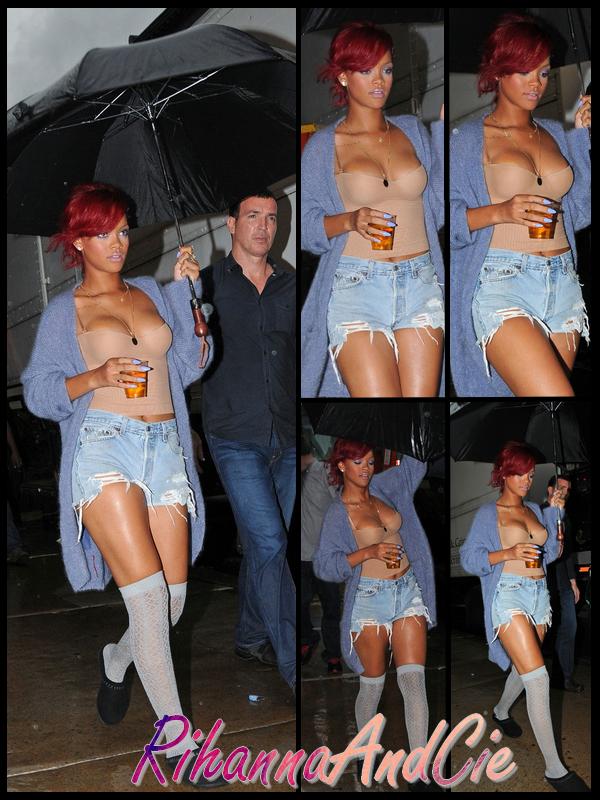 """-- Mercredi 27 Octobre 2010 : Après avoir signait quelques exemplaires de son livre intitulé """"Last Girl On Earth Tour Book"""" , Rihanna c'est rendue sur le tournage de la suite du clip de """"What's My Name"""" qui est extrait du ciquième album de la Barbadienne, le label de Rihanna : Def Jam Production vient d'ailleurs de Twitté au sujet de cette album«Rihanna """"Loud"""" she gonna win with this album» soit «Rihanna """"Loud"""" Elle va tous gagner avec cette album»  .. --"""