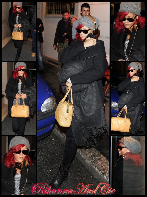 -- Lundi 8 Novembre 2010 : Arrivée en Italie aujourd'hui, Rihanna a mangée dans la soirée au restaurent italien « Da Gicacomo » qui se trouve dans les rues de Milan .. --