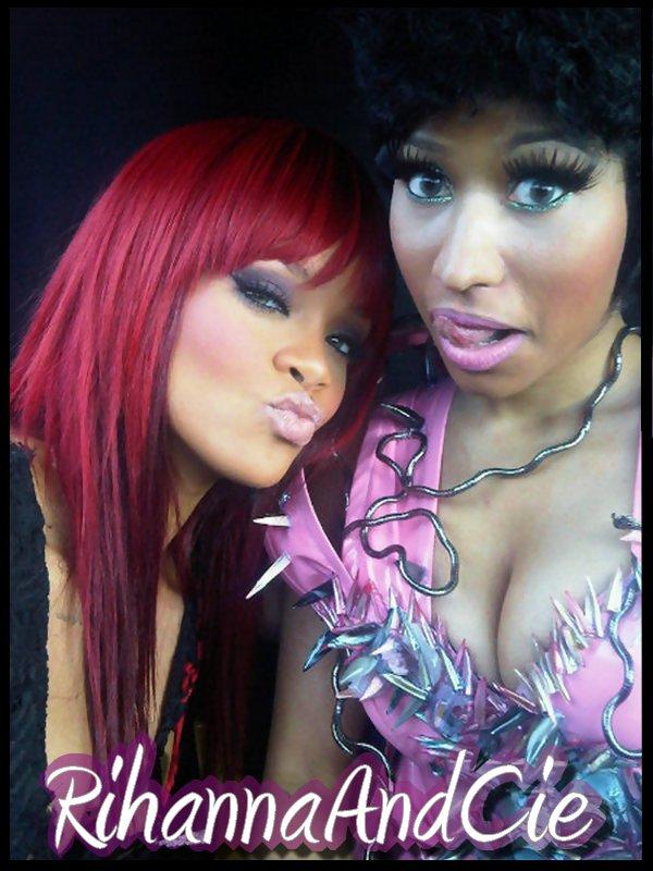 """-- ▬ Samedi 08 Janvier 2011 : Rihanna qui est entrain de tournée le clip de """"Fly"""" en duo avec son amie Nicki Minaj vient de nous postée une photo des 2 artistes sur le tournage avec comme commentaire """"Me and Nikki in our new crib, lol! Gettin busy on set of FLY!!! Its so hard to keep my hands off!"""" Soit """"Moi et Nikki dans notre nouveau berceau, lol! TRès occupé sur le plateau de FLY! C'est tellement difficile de garder mes mains!"""", on peut admirer par la même occasion la nouvelle coupe de notre Rihanna.. --"""