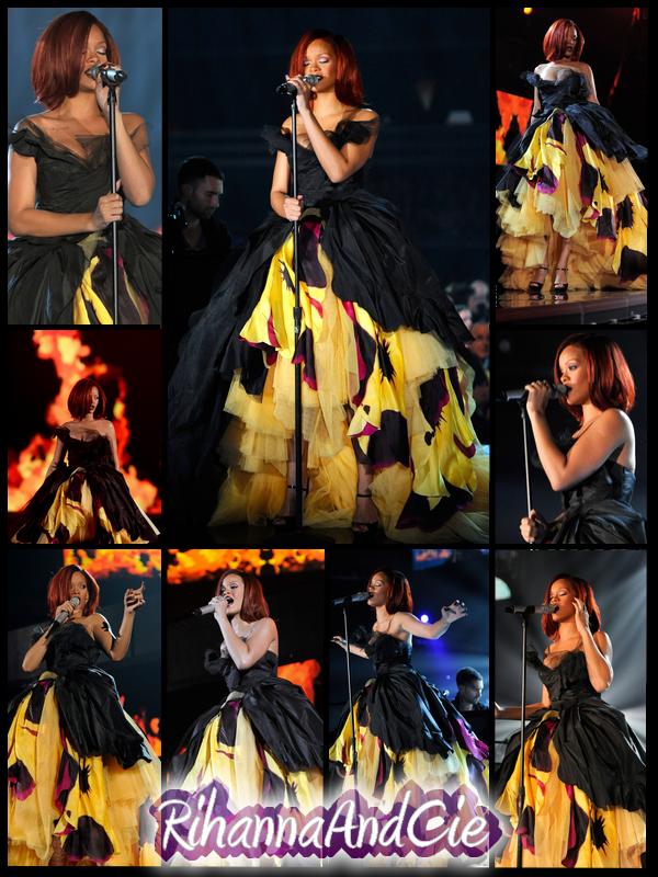 """-- ▬ Voici plusieurs photos de la magnifique performance de Rihanna qui à ineteprété avec Eminem leur duo """"Love The Way You Lie part.2"""", une sublime performance avec une mise en scène grandiose..   --"""