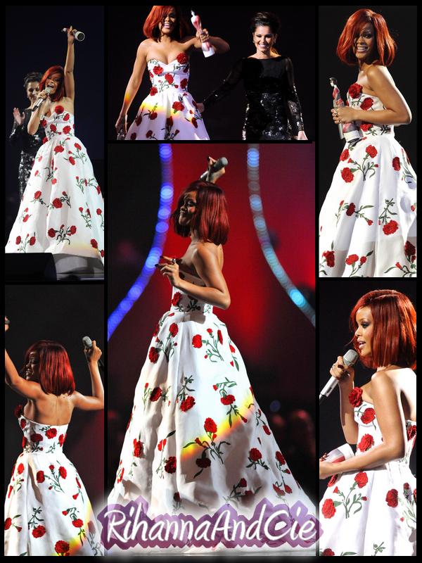 -- ▬ Voici plusieurs photos de la remise du prix de l'artiste féminine de l'année, qui a était remis par la belle Cheyle Cole. Rihanna est venue cherché son awards dans une magnifique robe Oscar de la Renta.. --