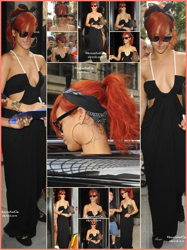 -- ▬21 Juillet 2011 : Rihanna quitte son hôtel situé à New-York où elle donneras se soir un concert pour le LOUD Tour.  --
