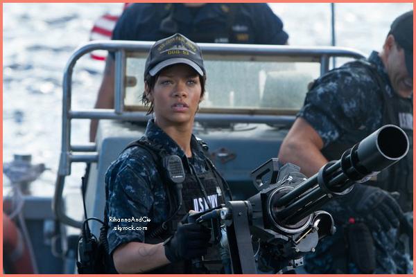 -- La page Facebook officiel de BattleShip vient de posté une photo de notre Rihanna en Marine.. --
