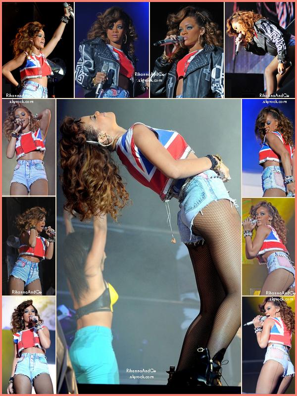 -- 20 Août 2011 : Rihanna était présente au V-Festival qui se tenait au West Park  près de la ville de Londres.. --