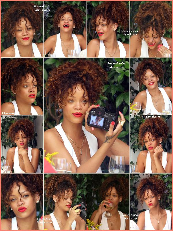 -- 24 Août 2011 : Rihanna est actuellement  en Italie, elle a était vu dans un restaurant à Portofino avec des amies.. --