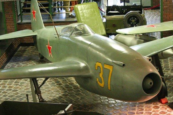 Mikoyan-Gourevitch MiG 9, le premier jet