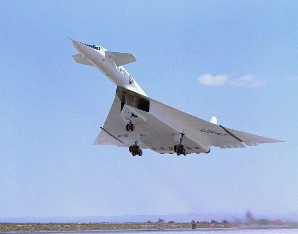 L'avion T4-100 Les ingénieurs de Soukhoï disent que si l'avion avait été construit en or, il aurait coûté moins cher.