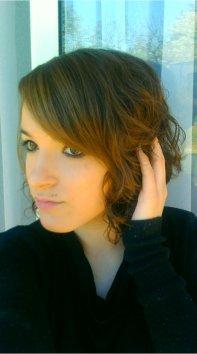 > Le plus beau vêtement qui puisse habiller une femme, Se sont les Bras de l'Homme quelle Aime.     * Yves Saint Laurent  .