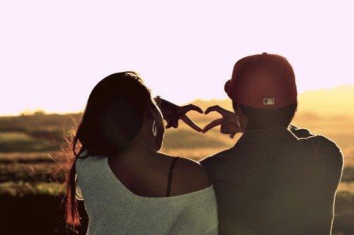 Choisi ta copine comme si tu étais aveugle , son coeur vaut bien plus que sa beauté.