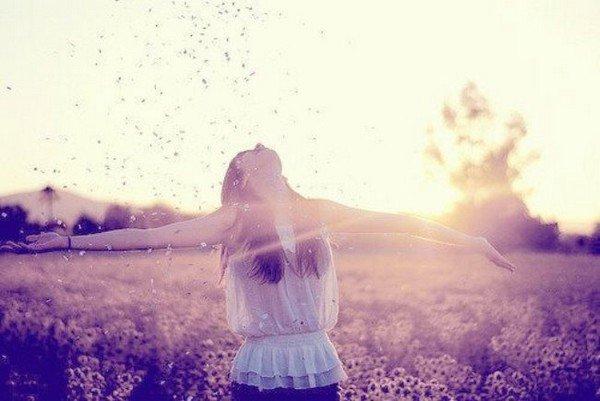 Et si c'était ça le bonheur, pas même un rêve, pas même une promesse, juste l'instant.   - Delphine de Vigan