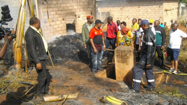 Des flammes impitoyables ont réduit en cendres une grande partie de cette chefferie, ce dimanche 11 janvier 2015.