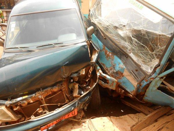 20 MAI 2015 A DSCHANG : un accident de la circulation fait un mort et plusieurs dégâts.