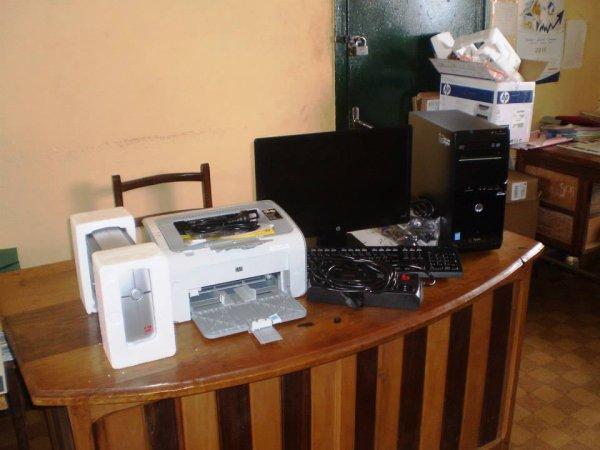 Mairie de Dschang: Un ordinateur estimé à plus d'un million offert par le maire