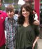 ___♦.ARTiiCLE 003 ~ Candid: Selena & Justin Bieber.