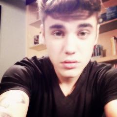 « Tu réalises être une star quand tu souris à une fille et qu'elle s'évanouit.» - Justin Bieber ♥
