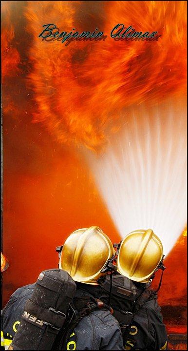 """""""Sauver des vie est un acte héroïque mais ne nous prené pas pour des héros , car nous autres sapeurs pompiers ne sommes rien de plus que des homme (...)"""" Sapeur Pompier  ♥"""
