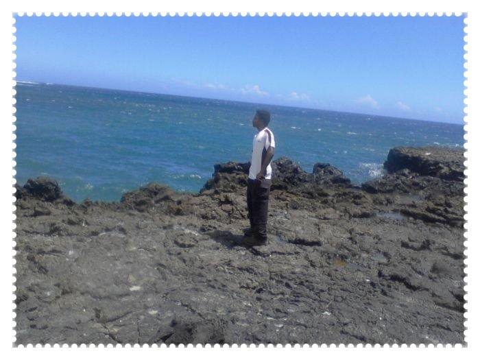 Moi qui contemple la mer !!! ^^