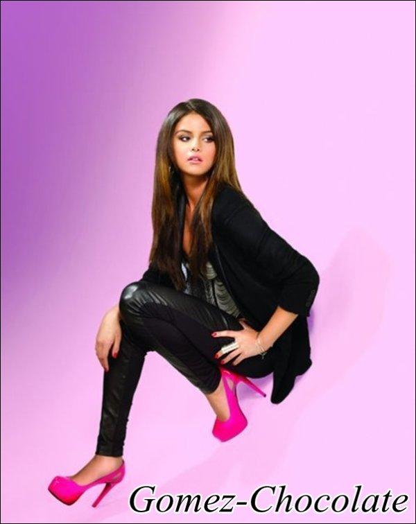 01/06/2011: Selena a été vue rendant visite à la famille de Justin à Toronto au Canada. Justin aurait présenté Selena à son père et à sa famille.