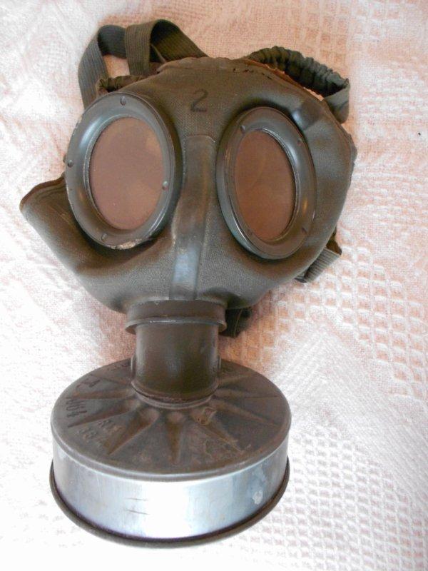 masque anti gaz soldat