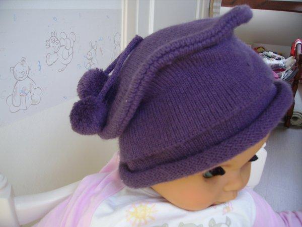 21fd923d3c7 Joli chapeau fille style béret en tricot violet foncé taille env 2 ans  impeccable