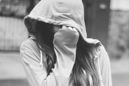 En général, on cherche à éviter une personne pour deux raisons : Soit parce qu'on la déteste, soit parce qu'on l'aime..