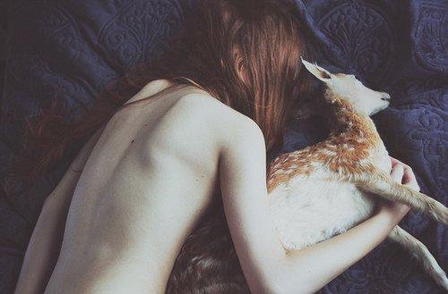 Mais j'aimais le goût des larmes retenues, de celles qui semblent tomber des yeux dans le coeur, derrière le masque du visage.