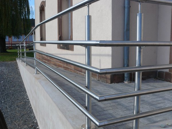 Garde corps inox pour rampe d'acc u00e8s handicapé Metallerie David Oberling # Rampe Accès Handicapé Bois