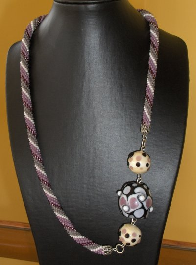 Crocheté violet et perles de Murano assorties !