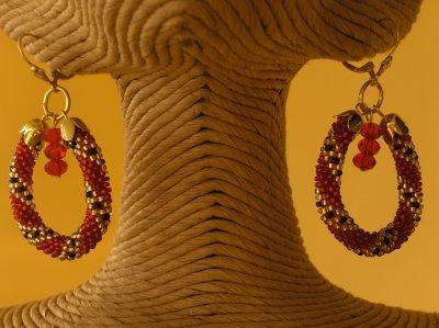 Collier cravate rouge et or !
