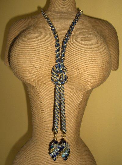 Collier cravate brillant !