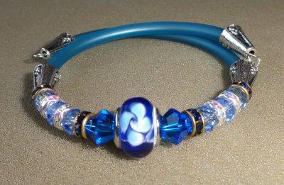 Une petite série de bracelets ...