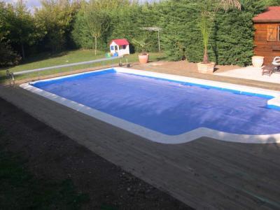 Le tour de la piscine en bois est termin travaux de ma - Habillage tour de piscine ...