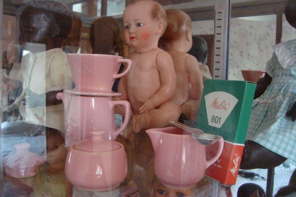 En pastel rose, bleu, ou  jaune, ...petit service Melitta pour mes poupées...!