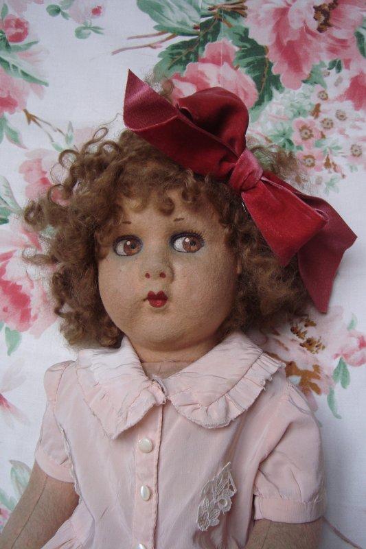 Si heures du mat, j'ai des frissons, ...je trouve une poupée selon mon coeur, une jolie Clélia....