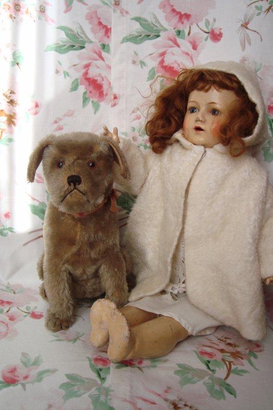 Voilà un adorable compagnon pour ma poupée...!