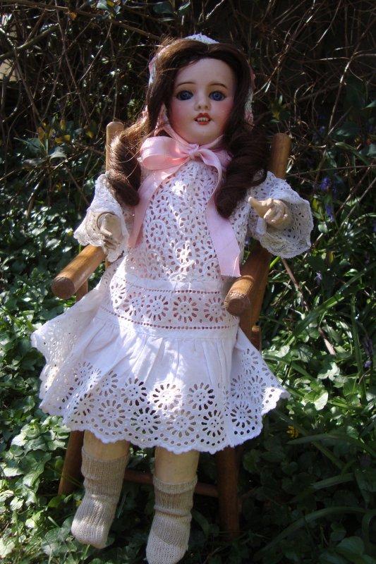 Je lui ai mis le plus bel ensemble que j'avais dans ma garde-robe de poupée...!