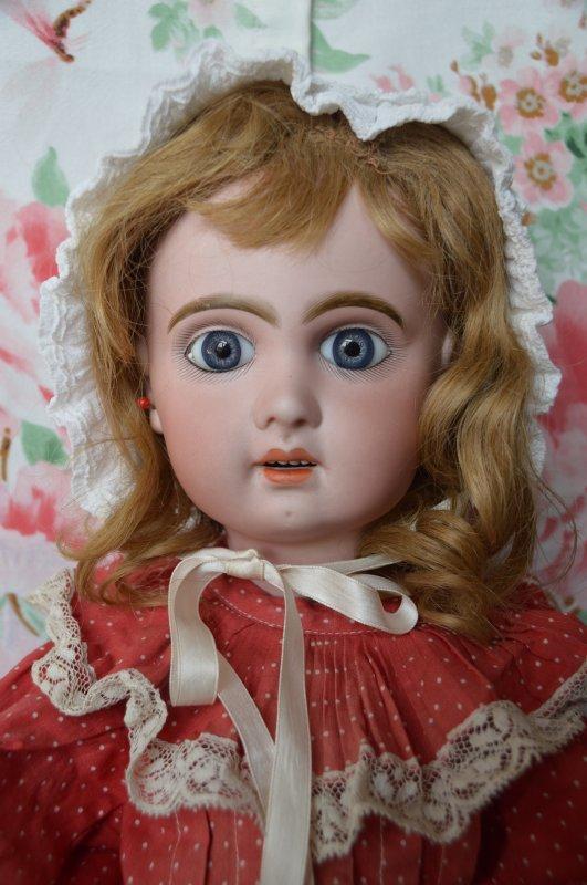 Bonjour les copinautes! Ma fille et moi-même vendons notre poupée Jumeau en ce moment sur 2emain.be ; elle est très belle et nous en séparons avec regret ; si l'un ou l'une d'entre vous êtes intéressé, vous pouvez m'envoyer un message , ou bien aller directement sur le lien de l'annonce : http://www.2ememain.be/antiquités-art/antique/jouets/magnifique-poupée-bébé-jumeau-taille-304447809. Toute offre est la bienvenue.Faites passer le message s'il-vous-plait ! gros bisou à tous et toutes !