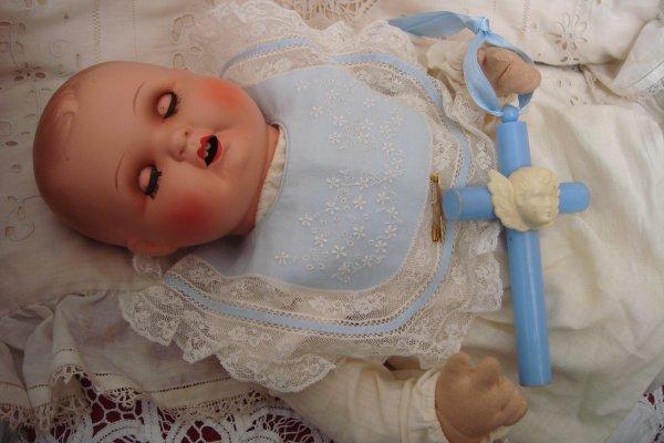 A la Toussaint, il faut toujours que j'achète des poupées.... ça met un peu de baume sur mon coeur gonflé de chagrin..
