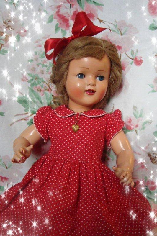 Pas moyen d'enlever les petites traces de bic rouge laissée par la petite fille....qu'à cela ne tienne, un petit relooking en rouge ..!